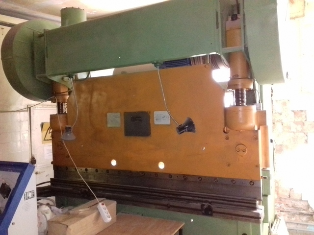 Bending machine IB1330
